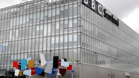 MÁS QUE NOTICIAS LA BBC ES UNA ESCUELA DE INGLÉS